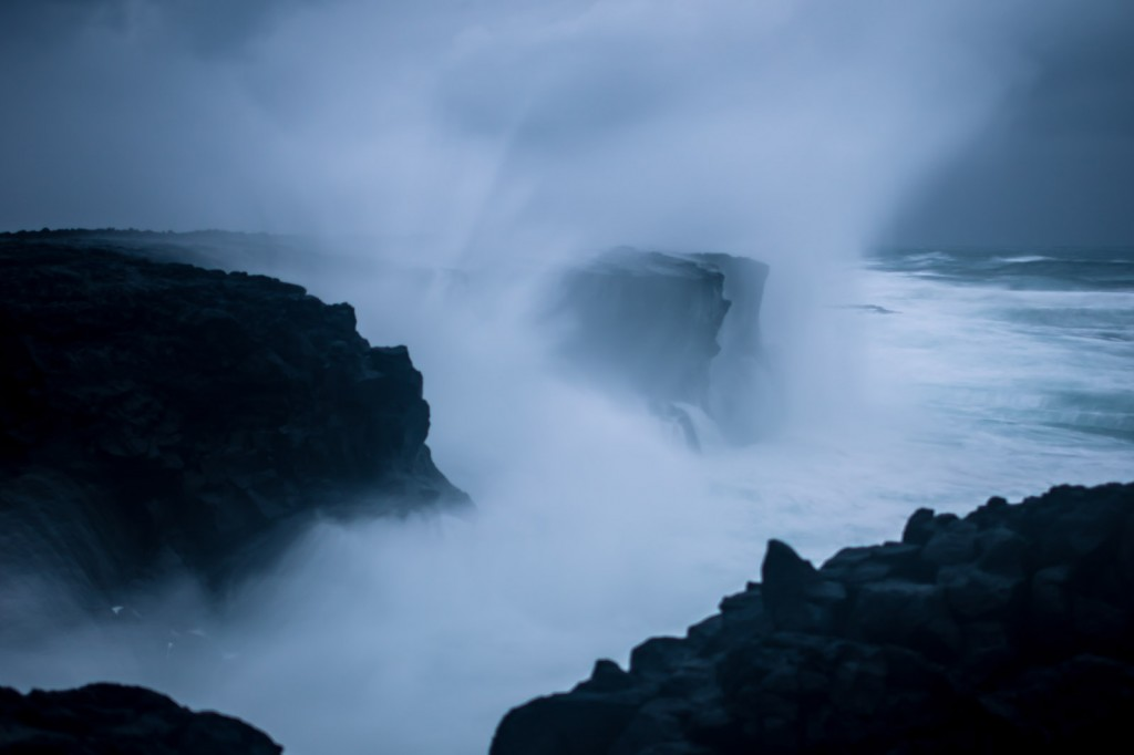 crashing-waves-iceland-07