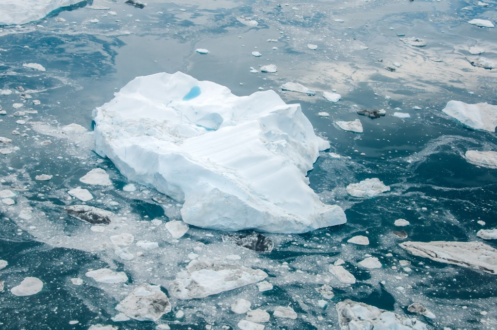 floating-icebergs-greenland-02