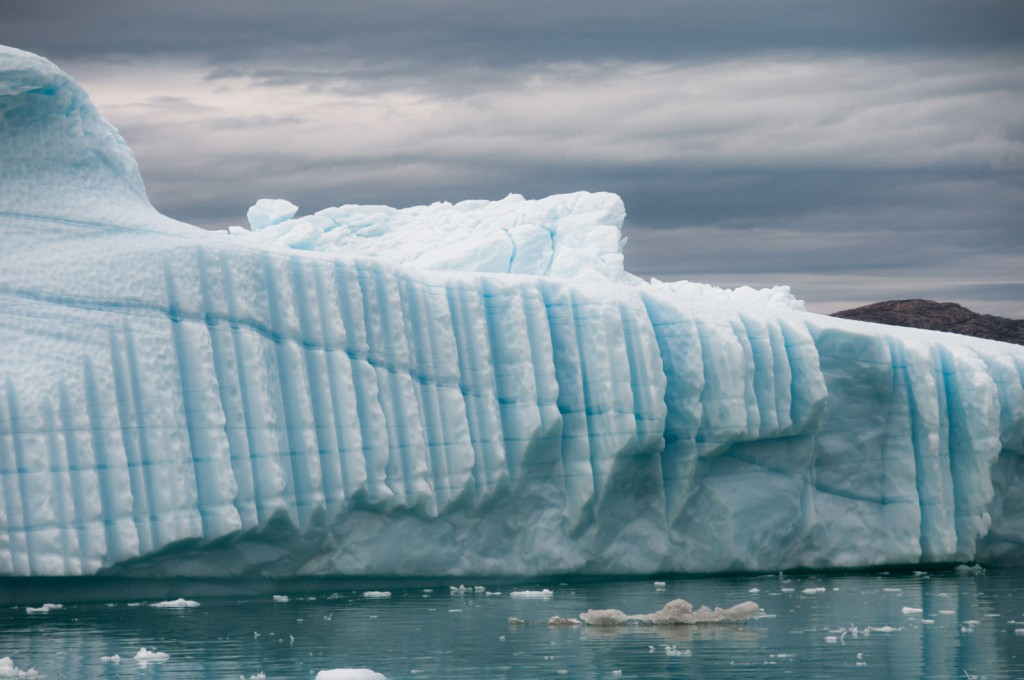 floating-icebergs-greenland-03