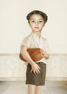 Лоретта Люкс детский фотоколлаж мальчик с хлебом