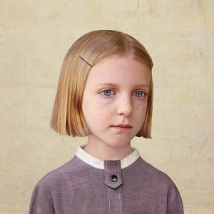 Лоретта Люкс детский фотоколлаж девочка в фиолетовом