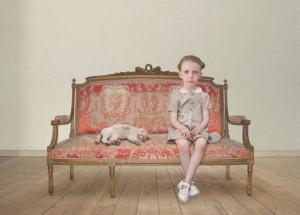 Лоретта Люкс детский фотоколлаж ребенок на скамье