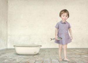 Лоретта Люкс детский фотоколлаж девочка с рыбой