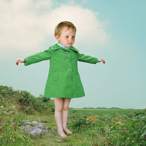 Лоретта Люкс детский фотоколлаж девочка в зеленом платье