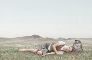 Лоретта Люкс детский фотоколлаж девочка на траве